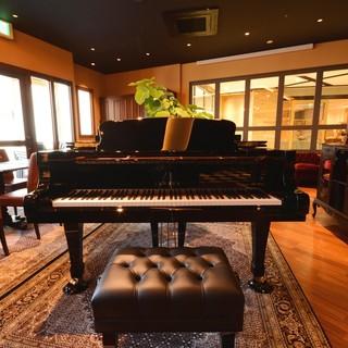 ★グランドピアノが完備されたクラシックな空間で贅沢な時間を…