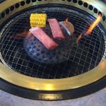 73929650 - 網に肉がくっつきます。
