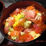 お米屋さんの寿司屋 桜 - はなやぎ丼 700円