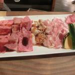 七輪焼肉ふくの牛 - 特選!いい肉ちょっとずつ10点盛り