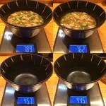 らあ麺 天仁 - 「天仁 オリジナルつけめん でか盛り」つけ汁 1杯目 総重量(実測値)332g、つけ汁 2杯目 総重量(実測値)317g。