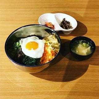 本場韓国の定番料理がズラリ★