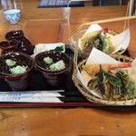 いろりなかがわ亭 - 天ぷらと蕎麦ツユ(横から)