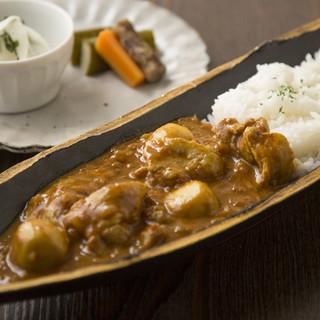 オリジナルブレンドスパイスで作る「季節の野菜カレー」¥900