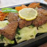 レストラン藤屋 - 玉葱とニンニクが入った醤油ベースのアッサリソース♪
