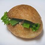 ブーランジェリー タネ - お豆と茗荷の和風クリームチーズサンド