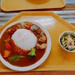 富士山こどもの国 - 夏野菜とチキンの富士山ヘルシーカレー大盛り