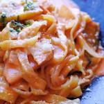 iL PRIMO - スモークチキンと秋野菜のトマトクリーム