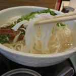 過橋米線 新橋店 - 米線の麺はツルツル