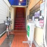 カフェ ラファイエット - 階段を上がって2階へ