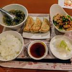 手延べ餃子バー ウイング ビレッジ - バンバンジーと餃子3個のセット