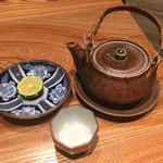 大阪うなぎ組 - うなぎと松茸の土瓶蒸し 1500円