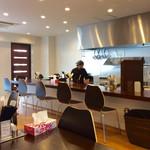 麺弥 七福鈴 - 店内風景。ラーメン屋には見えない。