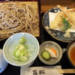 羅睺 - 天ぷら盛りとそば1330円(税込)