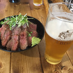 肉バル529 - 529特製ランプステーキ丼+ビール