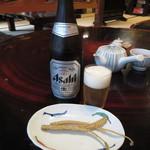 うなぎのまつか - 瓶ビール(中瓶) 骨せんべい付 600円 (2017.9)