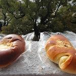 ベーカリー 西念 - クリームパン 左:Sainen 右:パンの実