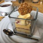 エコファームカフェ 632 - 安穏芋とクランベリーのタルトと紅茶