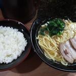 横濱家系ラーメン つかさ家 - ラーメンライス