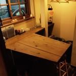 小料理屋 織々 - 4人テーブル席が1つ