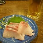 えいちゃん - 生ビールとハマチ?(カンパチ?)のお刺身