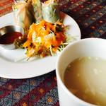 デウラリ - セットのスープ&サラダ&生春巻き
