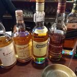 73966965 - 種類豊富なウイスキー