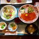 旬菜茶房みかわ - 料理写真:ランチ いくら丼 1,580円