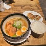 73972884 - 炙り焼きチャーシュー麺と焼きぎょうざと白飯(小)