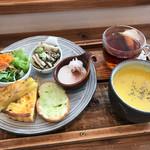 雑貨&カフェ enn - キッシュランチプレートと巨峰の紅茶(ホット)
