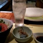 ステーキ割烹 富士 - お通し、サラダ、ノンアルジンバック