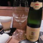 串カツ&ワインバル ゑしぇ蔵 - 生ビールと白ボトル