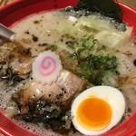 73993475 - 五行とんこつ麺(890円)