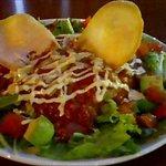 M/13 CAFE - スパイシーミートとチーズ入りカフェ風サラダご飯