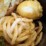 長寿饂飩 つるかめ - 鯛ちくわ天と半熟卵の天ぷらぶっかけ