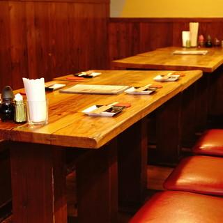 おひとりでも楽しめるカウンターから大人数でのテーブル席まで◆