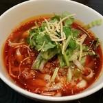 中華料理 菜香菜 - サンラー刀削麺@800円 パクチーが沢山
