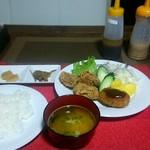 キッチン・ママ - 料理写真:日替わりランチ 手作りコロッケ&唐揚げ ¥680
