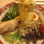 らーめん 時来也 - 麺は細めの玉子縮れ麺