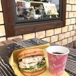 石窯パン工房  パンセ  - 料理写真:鶏ごぼうバーガー【280円】