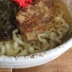 沖縄そばの店マドカ - ソーキそば 900円