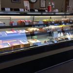おゝみや - 『菓子処 おゝみや』店舗内観「商品ディスプレイ1」
