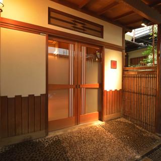 築約70年の日本家屋が醸し出す慎ましき雰囲気に酔いしれる