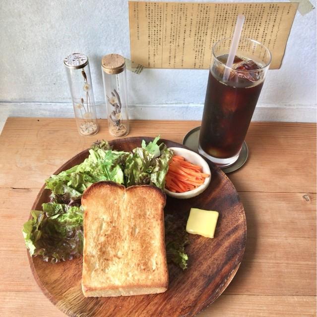 うぐいすと穀雨 - トーストセット/アイスコーヒー 700円(税込)