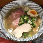 麺や なないち - 料理写真:なないち塩ラーメン(750円)