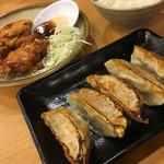 九州ラーメン 黒兵衛 - セットメニューのから揚げ&ごはんと単品で注文した餃子