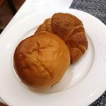 大阪新阪急ホテル - クロワッサンとバターパンみたいなヤツ