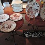 ピッコロ ピアット - 店内に飾ってあるチョコペン絵皿