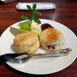 紅茶倶楽部 DADA - 料理写真:クリームティーセットのスコーンはお店の手作り