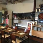 ディーク - こじんまりと温かな雰囲気の店内